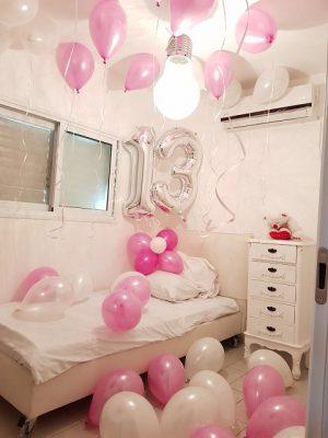 חדר קטן בבלונים